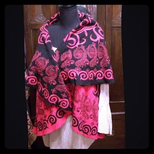 Black and red tribal patterned reversible wrap